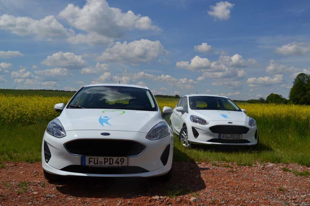zwei neue Ford Fiesta